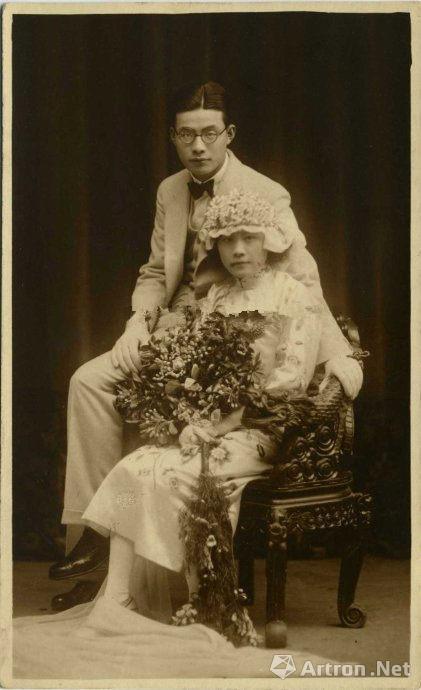 王开照相馆所拍的明信片格式婚纱照