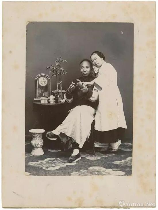 1890s,佚名照相馆,杨威收藏 此照为摆拍的外销商品