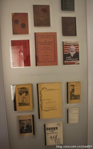 马克思故居内展示的马克思的著作
