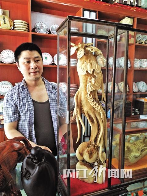 雕刻精美的木质藏品
