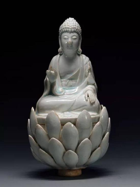 宋青白瓷佛坐像