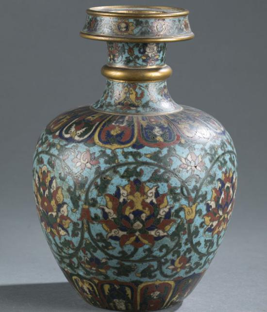 这个中国景泰蓝卖出了超预估价2000倍的高价。图片:致谢iGavel Auctions