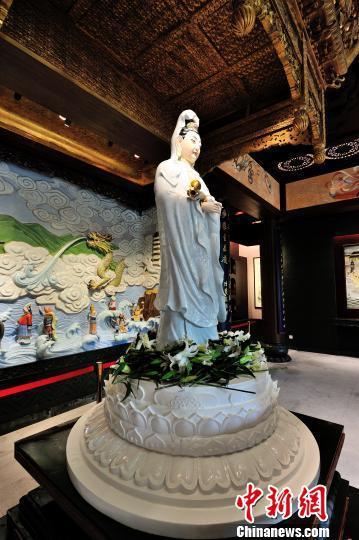 图为中国最大一体成型观音塑像。章学军供图
