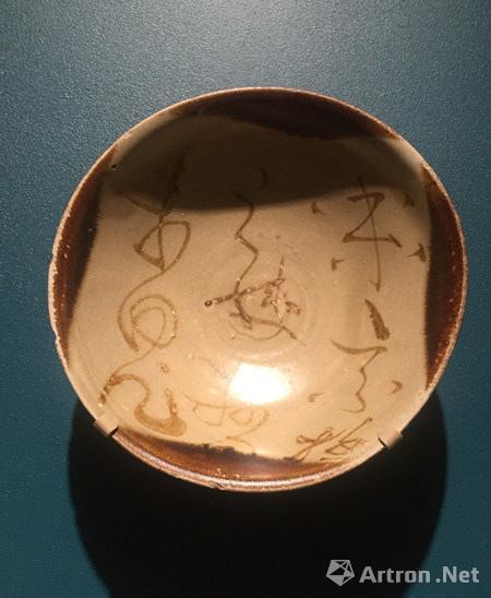 有怀素草书风格书法的长沙窑瓷碗