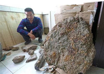 """黄兴元花12万购买的重达300多斤的疑似""""陨石"""",经初步鉴定,不具备陨石结构特征"""