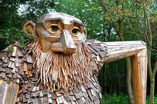 """当地的树被用来制作巨人的""""皮"""""""