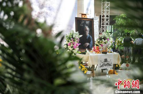 5月16日,辽宁沈阳,宋雨桂艺术馆设追思堂,不少市民自发前往哀悼。中新社记者 于海洋 摄