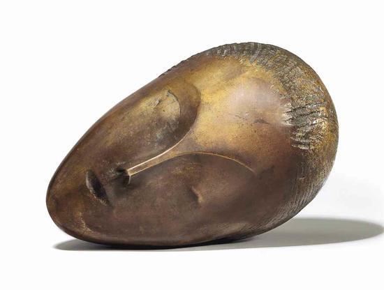 康斯坦丁?布朗库西(1876-1957) 《沉睡的缪思》估价:2500万 ― 3500万美元  成交价: 5736.75万美元