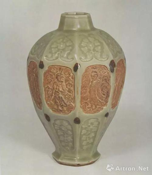 元龙泉窑青瓷印花点褐彩开光露胎八仙图八棱梅瓶,高23.6厘米,日本藏