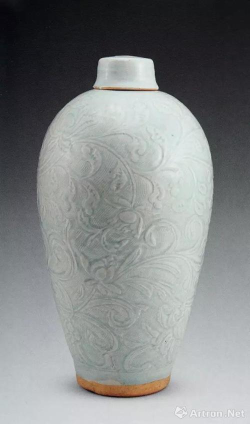 明中晚期景德镇民窑青花双龙纹带盖梅瓶,通高27.7厘米,广西柳州明墓出土