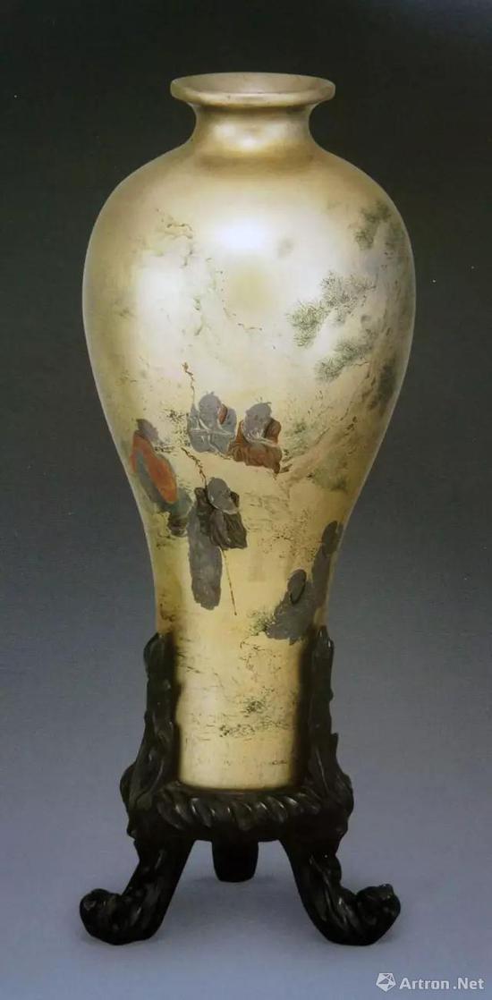 清代晚期福建脱胎金漆彩绘九儒图梅瓶,高27.3厘米,广东省东莞市博物馆藏