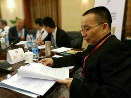 彭令在研讨会上讲述该稿本内容特色。