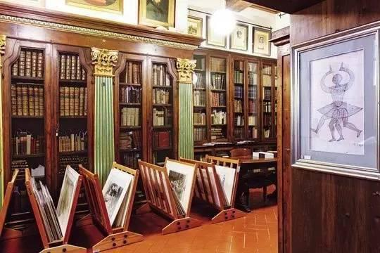 戈内利古董书店内景