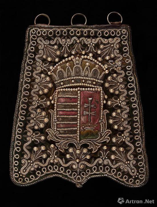 骑兵用皮质佩囊   18世纪末 金属,丝    26厘米×30厘米    匈牙利国家博物馆藏