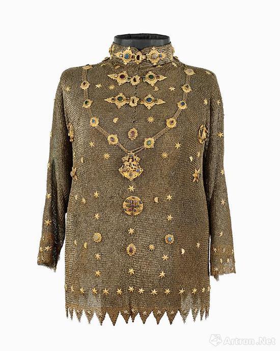 锁子甲  17世纪中期    银,铜鎏金,玻璃    高:90厘米,宽:51厘米    匈牙利国家博物馆藏
