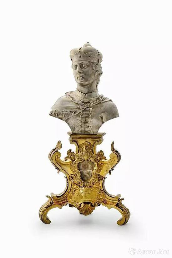 圣埃默里克胸像形状的圣骨匣  18世纪60年代    半身像:银,底座:黄铜镀金    高:43厘米    匈牙利国家博物馆藏