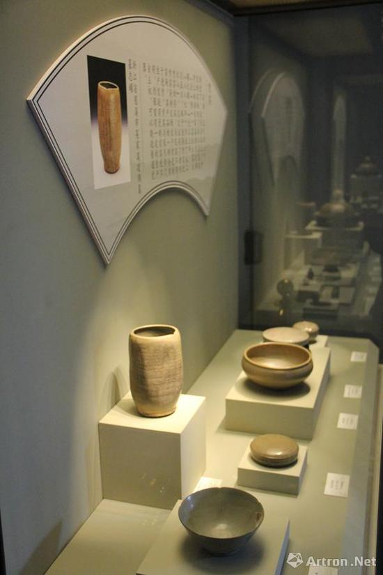 大量王室陵寝墓葬中的发现明确表达着秘色瓷的特殊地位,结合文献记载,可知秘色瓷确实是进贡给皇帝使用的瓷器。