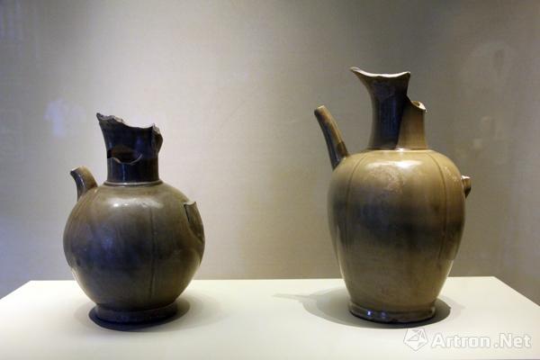 后司岙窑址出土的两件(唐)越窑青釉瓜棱执壶