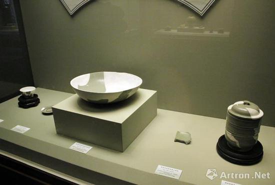 河南省巩义市元德李后陵出土的一组刻纹器