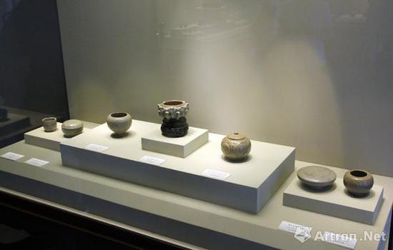 """""""秘色重光""""的第一部分展示了秘色瓷丰富的器型"""