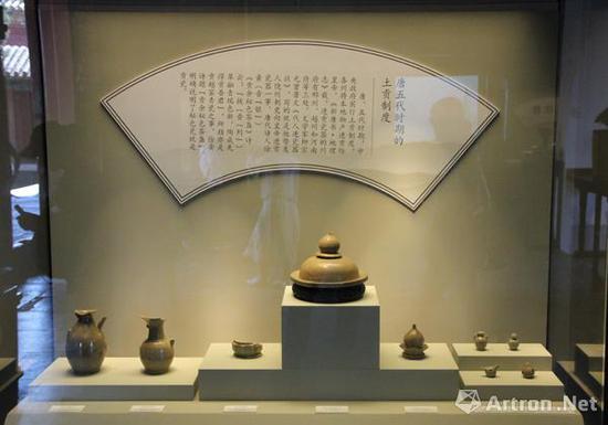 徐夤《贡余秘色茶盏》明确说明了秘色瓷就是贡瓷。