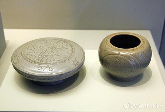 (北宋,960-1127)越窑青釉刻花盒和(五代-北宋,907-1127)越窑青釉刻花罐