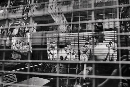 香港警察追踪非法入境者·1995年