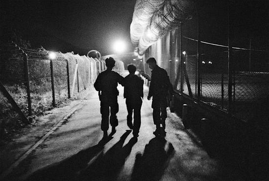 来自中国大陆非法进入香港的农民被抓获·1995年