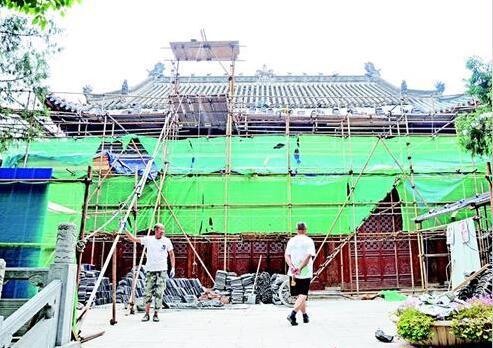襄阳大成殿,位于襄城原襄阳五中校内,日前正经历再次修缮。