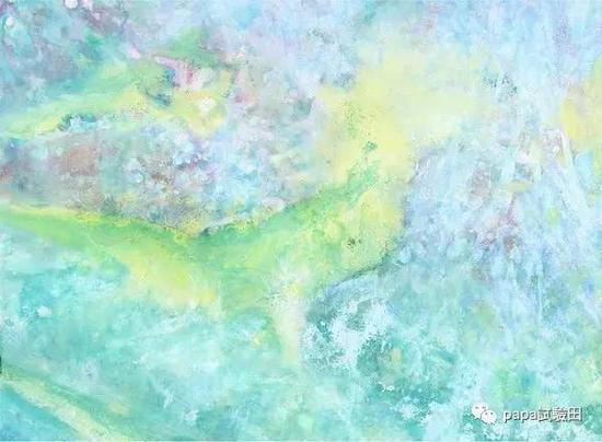 她的每一幅画都像纯真在跳跃,春天一般的梦幻色彩,然人忘记烦恼,甚至不敢相信这居然是出自一个自闭症女孩的画笔。