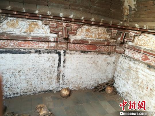 八角古墓内部砖雕彩绘。长治市郊区文物旅游局供图