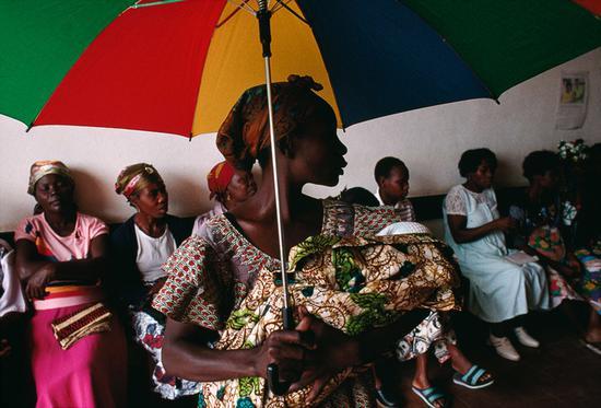 安哥拉,卢旺达,1997,图片版权 ? John Vink