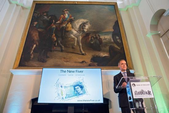 2016年6月2日,在英国牛津郡,英国央行行长卡尼在5英镑塑质钞票发布现场讲话。图片来源:新华社