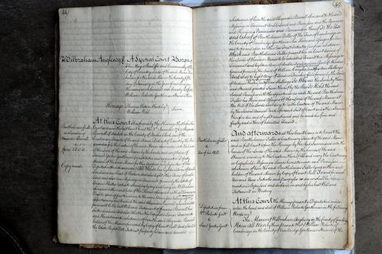 图为集装箱内发现的法庭记录。