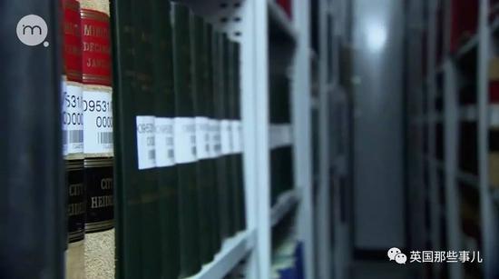 找到了当年皇家宪章号出发两天前,备案的乘客登记名单,