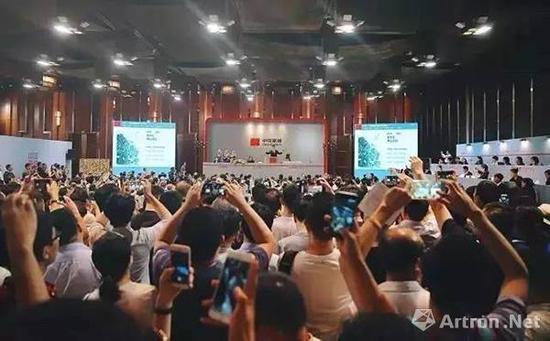 中国嘉德2017春拍大观之夜 拍卖现场