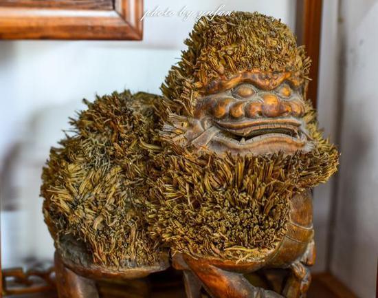 竹根雕刻的雄狮