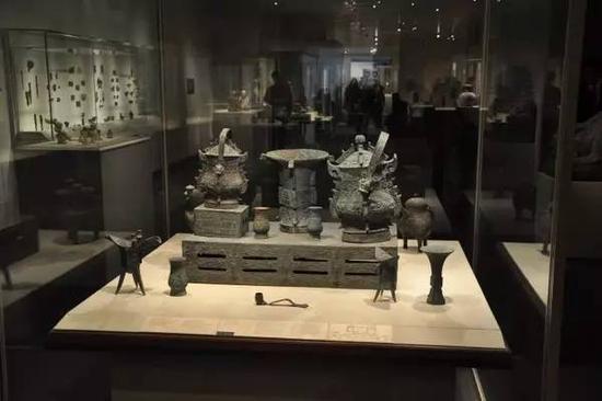 美国纽约大都会博物馆 西周夔纹铜禁