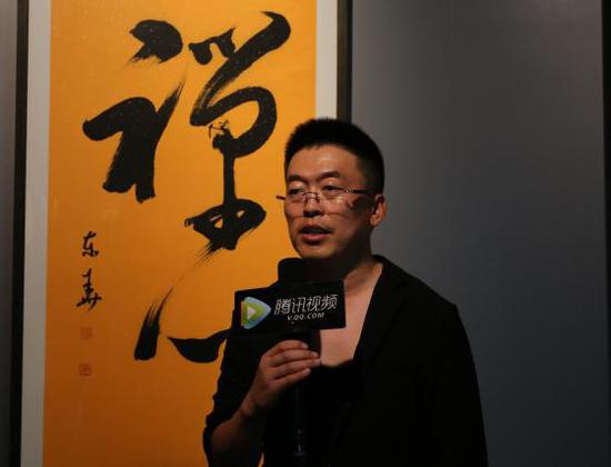 关东华先生接受媒体采访