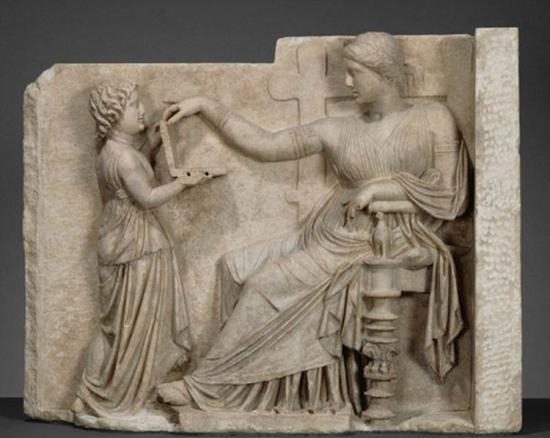 传说与德尔斐圣谕有关的祭司拥有超自然力量,可以将先进技术传回去。阴谋论者宣称,现代笔记本电脑出现在古希腊雕像中。