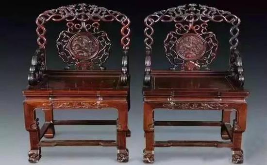 倔朴华丽的对椅