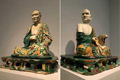 美国大都会博物馆藏的两尊罗汉像(资料图)