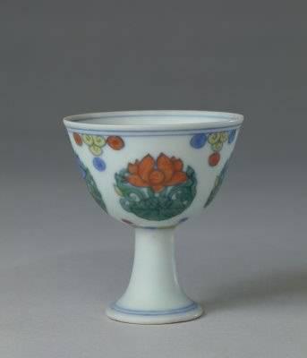 明成化 斗彩团莲纹高足杯 北京故宫博物院藏