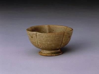 唐 青釉花口高足杯 北京故宫博物院藏