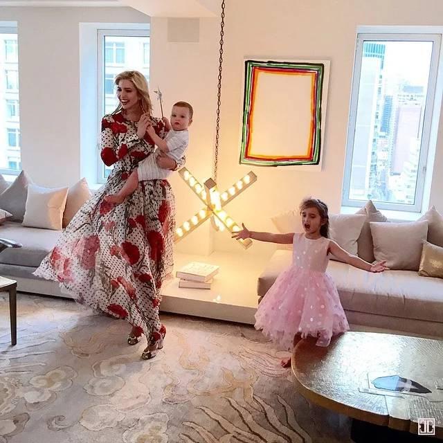 一幅涌现在贾里德·库什纳跟伊万卡·特朗普公寓里的David Ostrowski画作。图片:Instagram