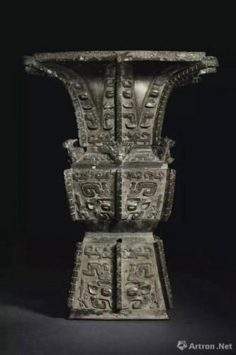 商晚期 安阳 青铜饕餮纹方尊 成交价: 37,207,500美元
