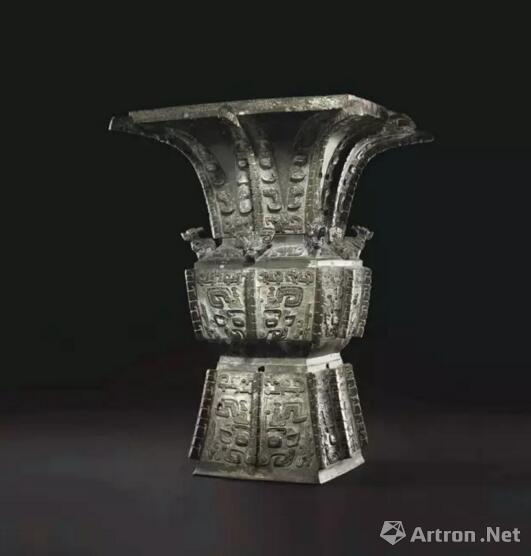 商晚期 青铜饕餮纹方尊