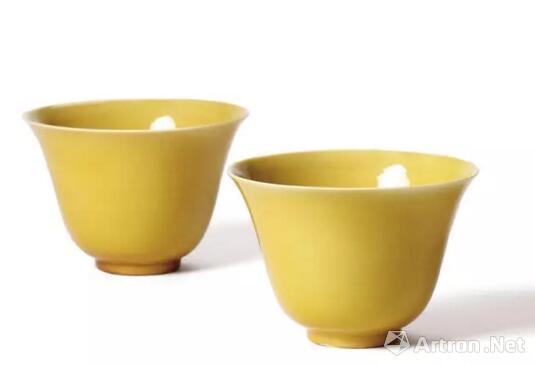 明嘉靖 娇黄釉金钟杯(一对)