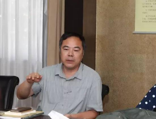 南京市文联副主席、南京市美协履行主席濮存周就理事会成破致辞,对研讨会的开展,提出了提议跟请求,并对理事会的成破表现祝愿。