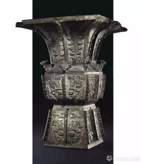 [商]青铜饕餮纹方尊?成交价3720.75 万美元 图片:佳士得拍卖公司